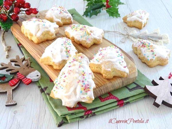 I biscotti con fichi secchi sono i tipici biscotti natalizi siciliani solitamente ripieni di fichi secchi, noci, mandorle, cioccolato e marmellata di...
