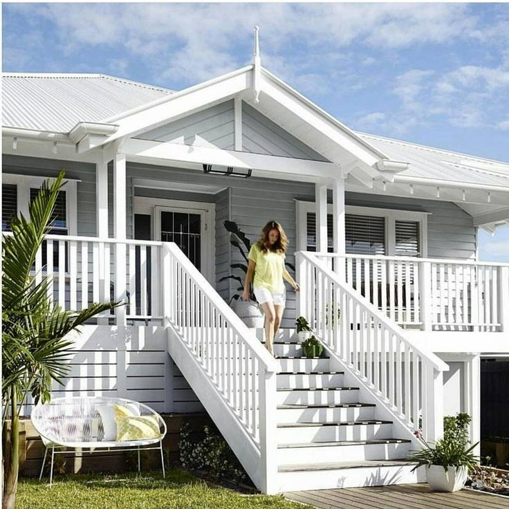 Love a white house best..but also a grey one..this one via @duluxaus is a bit nice !!