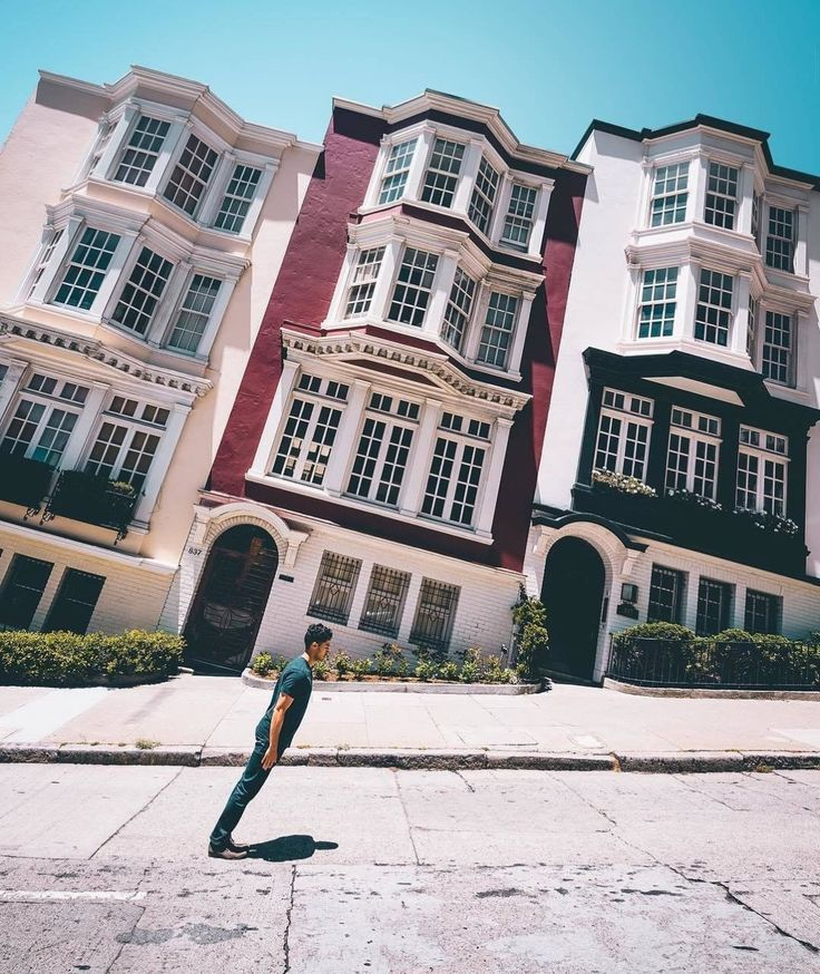 Sideways houses in San Francisco CAthe street