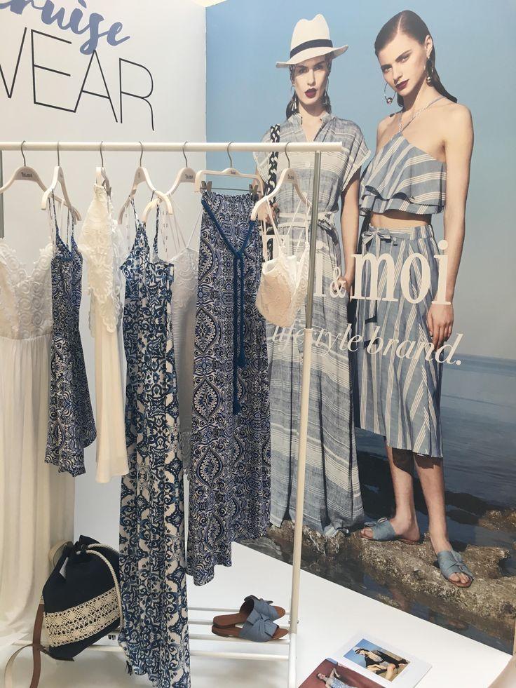 Σε απόλυτη αρμονία με την ανοιξιάτικη διάθεση, ήρθε η νέα συλλογή της Toi et Moi S/S 2017! Χρώμα,φαντασία και κομψότητα είναι μερικά μόνο από τα στοιχεία των ρούχων που παρουσιάστηκαν σε ένα λαμπερό fashion event,το οποίο είχα τη χαρά να παρακολουθήσω!  Φορέματα με δαντέλα, crop tops,jumpsuits,off the shoulder tops, denim jackets και παντελόνες, καθώς και άλλα πολλά κομμάτια συνδυάζονται άριστα και δημιουργούν σύνολα για όλα τα στυλ!