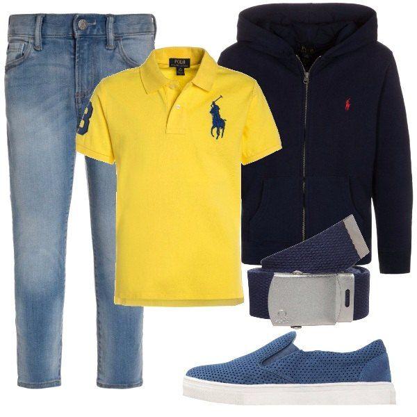 Felpa con zip blu e polo gialla entrambe firmate Polo Ralph Lauren, jeans leggermente slavati, cintura con fibbia Benetton e scarpe basse senza lacci blu. Un outfit bello e comodo per il nostro ometto della casa.
