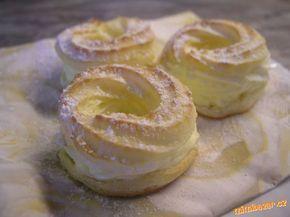Do hrnce dáme 0,5 l mléka, trochu soli a tuk. Používám olej a máslo v poměru 1:1 (90+90 g). Když se ...