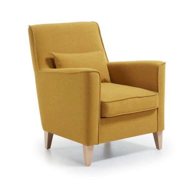 De Fyna fauteuil is door LaForma van een klassiek design in een fris jasje gestoken.