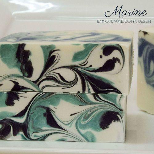 Marine - mořské řasy a jalovec, svěží vodní a dřevitá vůně, unisex; mýdlo s jogurtem a hedvábím, 90g min/110Kč