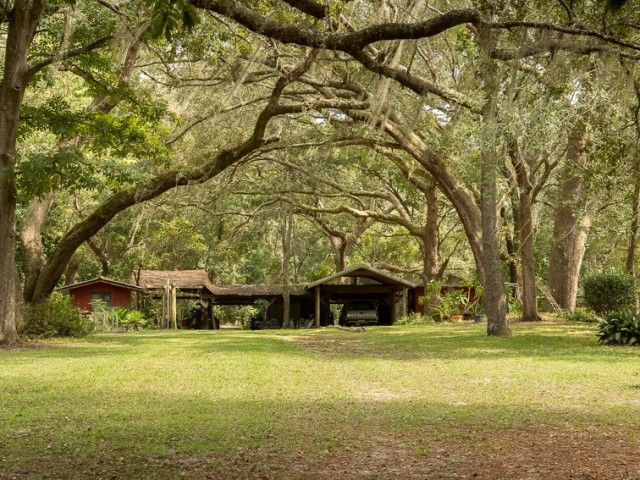 Lake house on acreage for sale in North Florida – United Country – Country Homes