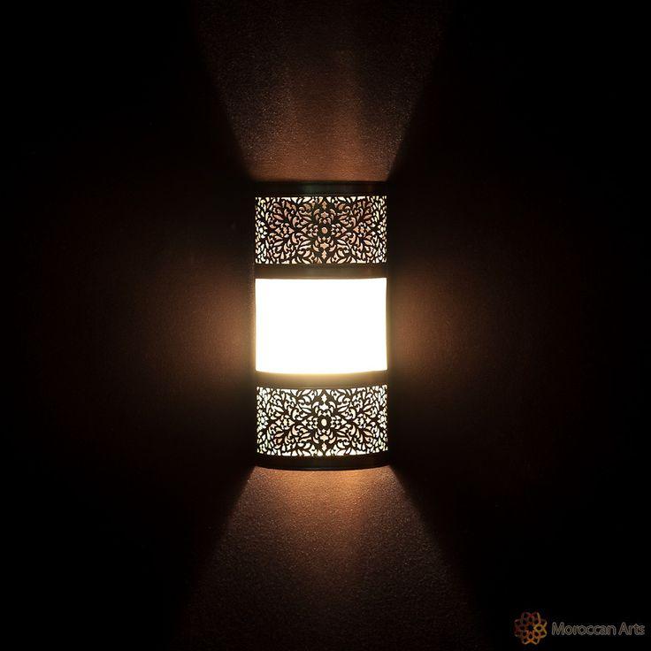 Résultats Google Recherche d'images correspondant à http://www.moroccan-arts.com/img/products/1050/wall-lamp-atlas-2-brass-no_color-l-9-ambi...