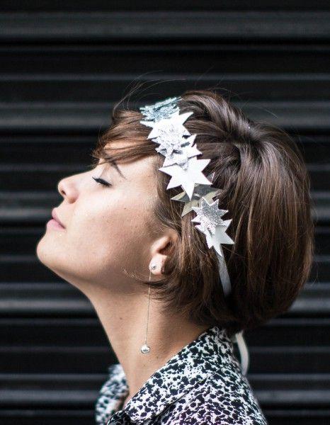 Experte en Do It Yourself, la blogueuse Lisa Gachet de Makemylemonade.com a imaginé pour nous le headband de l'automne. A vos outils ! http://www.elle.fr/Beaute/Cheveux/Astuces/DIY-le-headband-etoiles-de-Lisa-Gachet-de-Make-my-Lemonade