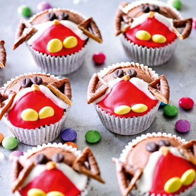 Chocolate robin cupcakes