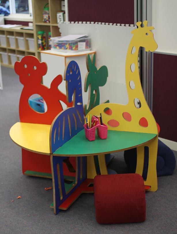 The NorvaNivivel Jungle Table with acoustic, pinnable shapes. Practical, playful and colorful for primary and early learning environments.