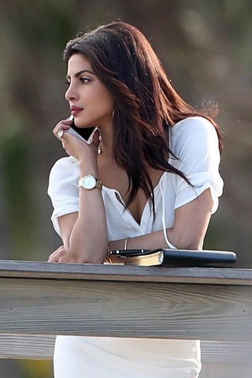 Voila! Priyanka All Set To Announce Her Next Hollywood Film? | PINKVILLA