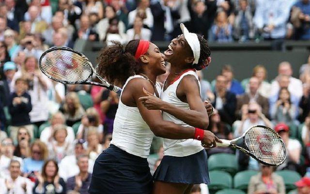 Australian Open, siparietto tra Venus e Serena Williams (VIDEO) #australianopen #sorellewilliams #video