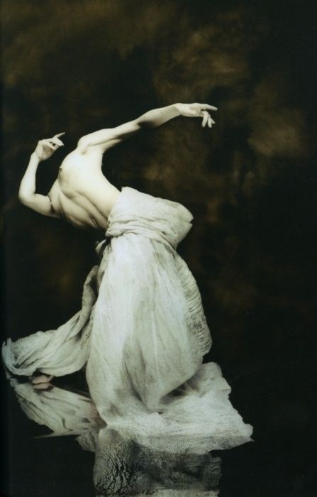 The passion in his movement almost reaches out and moves me too! --Hiroshi Nonam