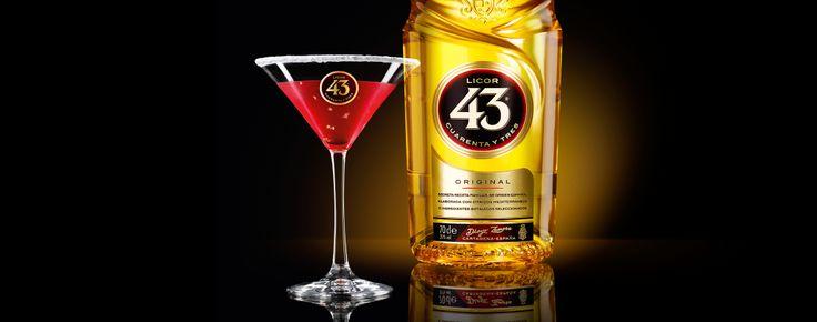 Als je van zoete, licht gekruide cocktails houdt die er ook nog eens fantastisch uitzien dan is de Cranberry 43 perfect voor jou. Dit hippe drankje op basis van cranberry wordt opgediend in een glas met een feestelijk suikerrandje.