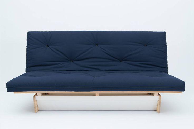 Cuando pensamos en un futón se nos viene a la cabeza la tradicional cama de tipo oriental que consiste de un colchón con su funda unida, que se caracteriza porque se puede plegar fácilmente. Es que la palabra viene originalmente del idioma japonés, shikibuton, y se refiere a todo lo que está relacionado con el dormir. Llegó al occidente en los años 70 provocando una revolución en el diseño y el estilo del descanso. El futón es una combinación de practicidad y sabiduría oriental. Ahora bien…