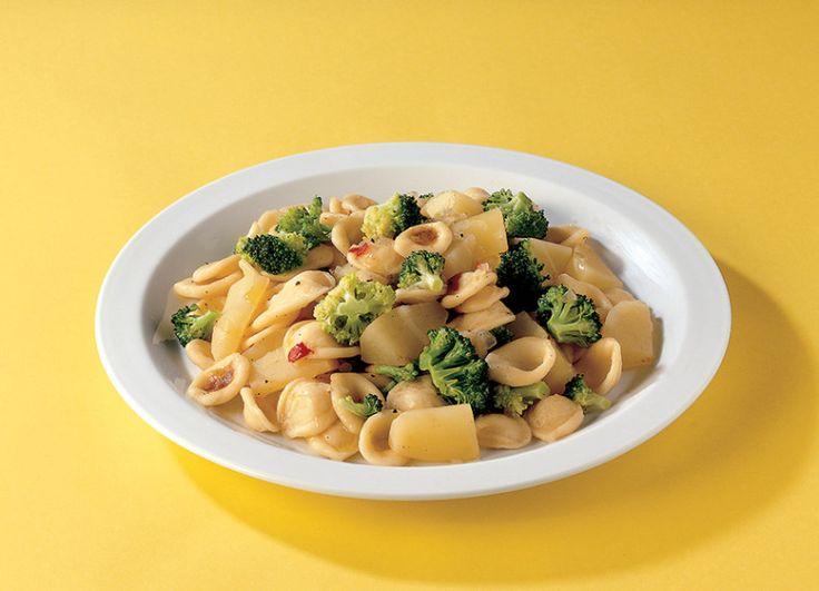 Broccoli nelle orecchiette con patate e peperoncino