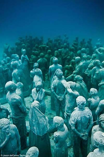 A peaceful crowd~ Underwater sculptures by Jason De Caires Taylor Ii think it's an amazing idea, to help the environment through art <3