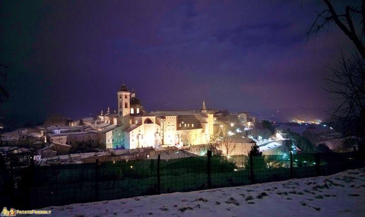 Veduta di Urbino in notturna