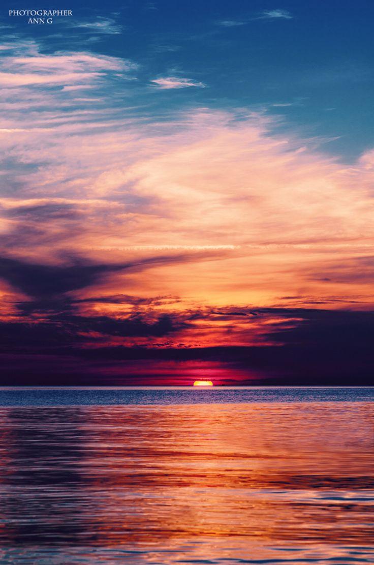 Закат в тысячу оттенков. Photographer ANN G. #пейзаж #море #закат #фотографии #фотограф #фиолетовый #розовый #красота #солнце #sun #sunset #sea #landscape