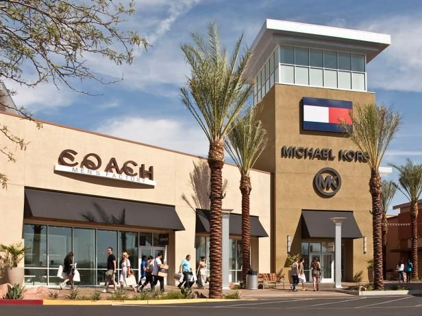 Would you travel for a good bargain? Pack your credit card and hitthis list ofbest outlet malls in the US.
