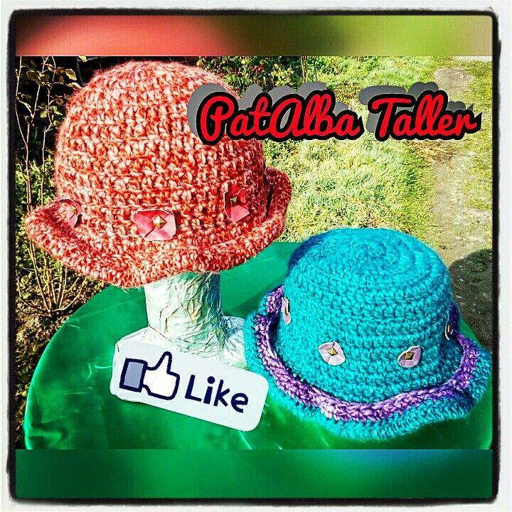 Sombreros tejidos con aplicaciones de cuero y tachas 👌😘 #patalbataller #diseñodeautor #emprendedora #artesana #tejidos #handmade #crochet