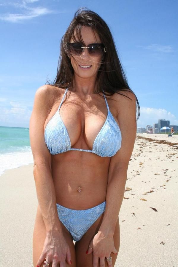 Milf In Bathing Suit 32