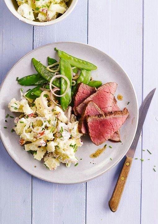 Biefstuk met gestoomde peultjes en bloemkool 'aardappel' salade (geen recept idee foodbag)