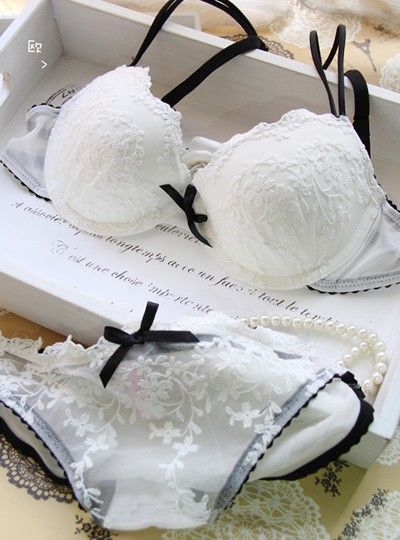 Free shipping! fashion L*Sen*a white sweet lace embroidery push up underwear set