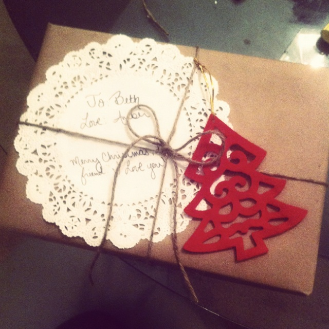 Christmas wrapping with doilies and felt.Christmas Wraps, Christmas Wrapping