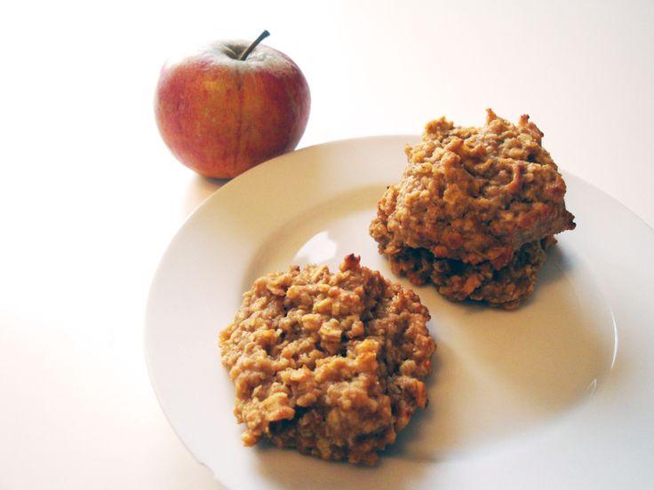Vollkorn, natürlich. Kein Zucker, keine Butter. 100% clean eating. Und ja, diese Kekse schmecken sogar! Fakt ist: Wir essen Kekse zum Frühstück. Zwei, drei Stückmit etwas Obst und Quark als B...