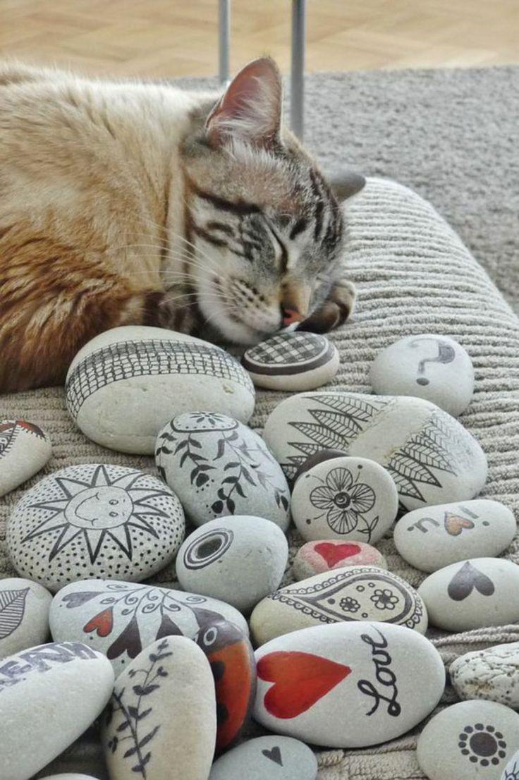 Basteln mit Steinen Katze Gartendeko Steine bemalen