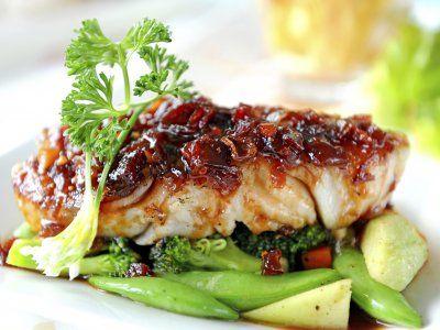 Receta de Pescado al Horno | Este pescado al horno queda realmente delicioso las verduras que lo acompañan hacen la combinación perfecta para un platillo exquisito.
