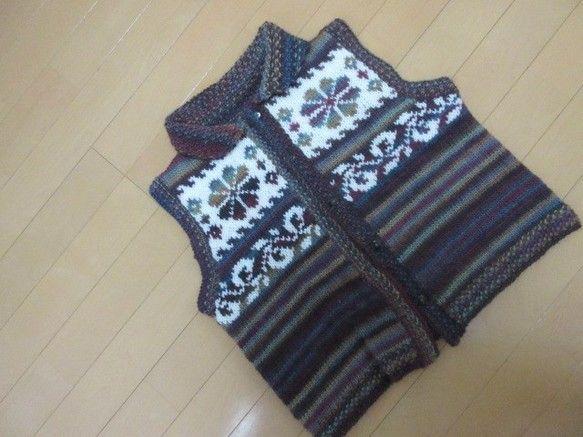 ***レディース ハートの編みこみベスト***地糸(ミュルティコ)は、赤紫・こげ茶・黄土・くすんだブルーグリーン・・・などの色が次々出てくる段染め糸です。クイ...|ハンドメイド、手作り、手仕事品の通販・販売・購入ならCreema。