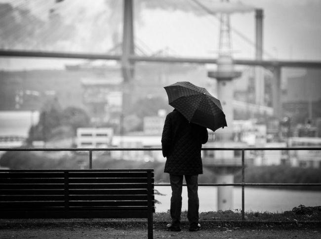 Streetfotografie je celoročním žánrem, který se dá provozovat prakticky kdykoliv a takřka kdekoliv. Mnoho začátečníků však tápe jednak v nastavení fotoaparátu a jednak v kompozici.