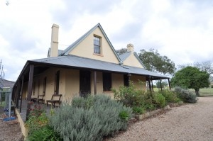 The origin of the Australian Verandah House comes from India. English military officers stationed in India as part of the British Empire brought the design with them to Australia. Hence the prevalence of the verandah in many of our earliest Colonial dwellings - 1788 to 1840 and beyond.