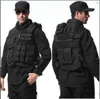 This is a very popular equipment vest, not only with the protection function, in the style of popu
