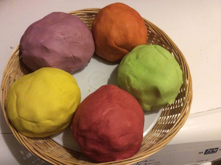 Handa's surprise sensory dough. 5 different fragrances. Orange, red berry fusion, black currant and blackberry, exotic fruits, lemon and lime.