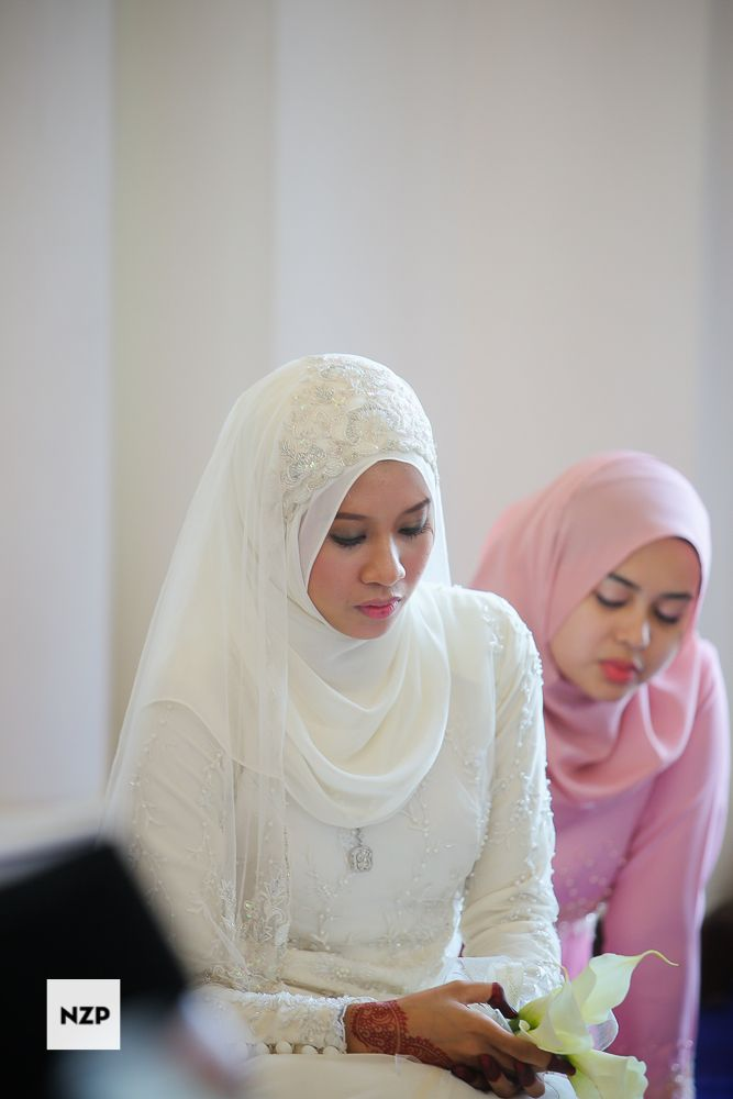 Wedding dress for a Malay wedding ceremony - Akad Nikah. www.nazimzafri.com