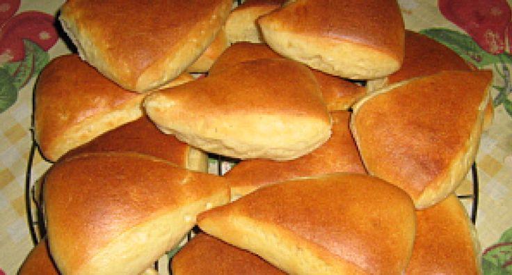 Egy tökéletes szendvics alap. A kukoricaliszttől jó állagú, és szép színű lesz a tészta, és beltartalmi értéke is magas. A fokhagymától pompás illata lesz. Diétázóknak és tudatosan táplálkozóknak változatosságot nyújt.