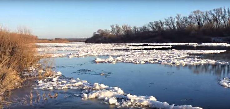 Воронеж, река Дон, в Семилуках по ходу уже в феврале начался ледоход