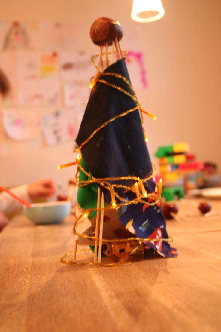 Kastanjes, saté prikkers, stofflappen en een kleine lichtenketting- tatatataaa eigen ontwerp van een 6jarige