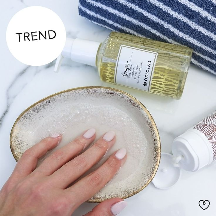 Wenn die Temperaturen sinken und es draußen kalt und eisig ist, gehören raue und rissige Hände leider zum Alltag. Wir zeigen Euch die beste Handpflege und was Ihr schnell und effektiv dagegen tun könnt. ❄  Schaut auf dem Blog vorbei!    #wohnklamotte #wohnklamottetrend #trend #hinterhände #handpflege #hands #nails #handcreme #lotion #marble #marmor #interiorlove #interior2you #interior123 #interior4you #germaninteriorbloggers #blogger_de #letusinspireyou #getinspiredbyus #inspo #inspiration