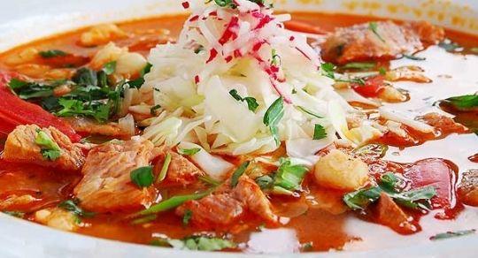 ¿Cómo preparar pozole rojo? - Aprende a preparar el tradicional pozole mexicano y sorprende a todos con tu delicioso sazón. Es más fácil de lo que parece.