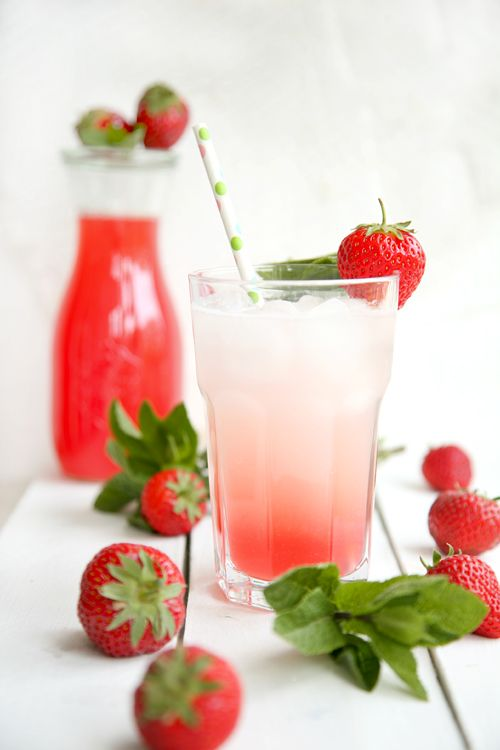 Rhabarber-Erdbeer-Brause - eine fruchtige Erfrischung an heißen Tagen