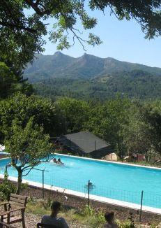 Zuid Ardeche Frankrijk -Een nieuwe, kleine ecologische camping in het groen. Met safari tenten.  Kleine camping zuid  en minimaal 3 keer per week gezamelijk eten.www.alasourcedeganvie.com