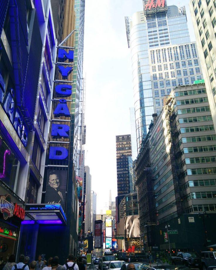 Streets of New York!  #newyorkdiaries #streetsofnewyork #newyork #nyc #newyorkcity #hnm #hm #colourpop #skyline #newyorkskyline #shadows #humansofnewyork #photography #traveldiaries #travelphotography #instagirl #architecture #newyorkarchitecture #buildingsofnyc #latergram #throwback #tbt #newyorksummer