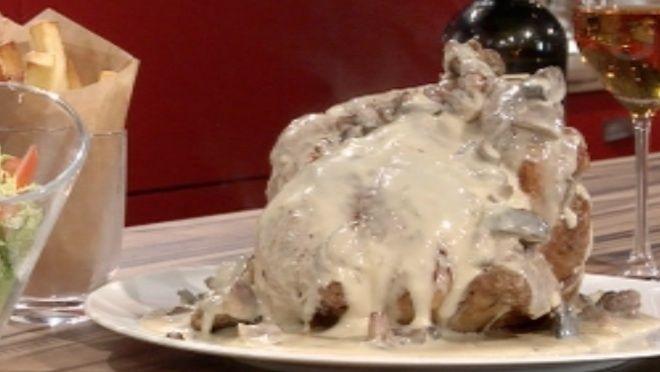 Mantar tüm tarifleri mükemmeleştiriyor! Nefis pişmiş tavuk eti mantarlı kremayla kaplanıyor, lezzeti katlanıyor!