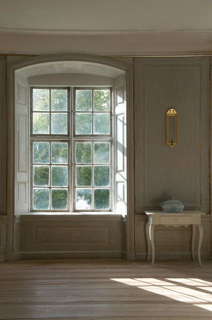 Classic Swedish Interiors- Lars Sjöberg and Ingalill Snitt- Swedish Furniture and Gustavian Decorating Ideas  Lars Sjöberg, a former curator at Sweden's National Museum, is a passionate preservationist.
