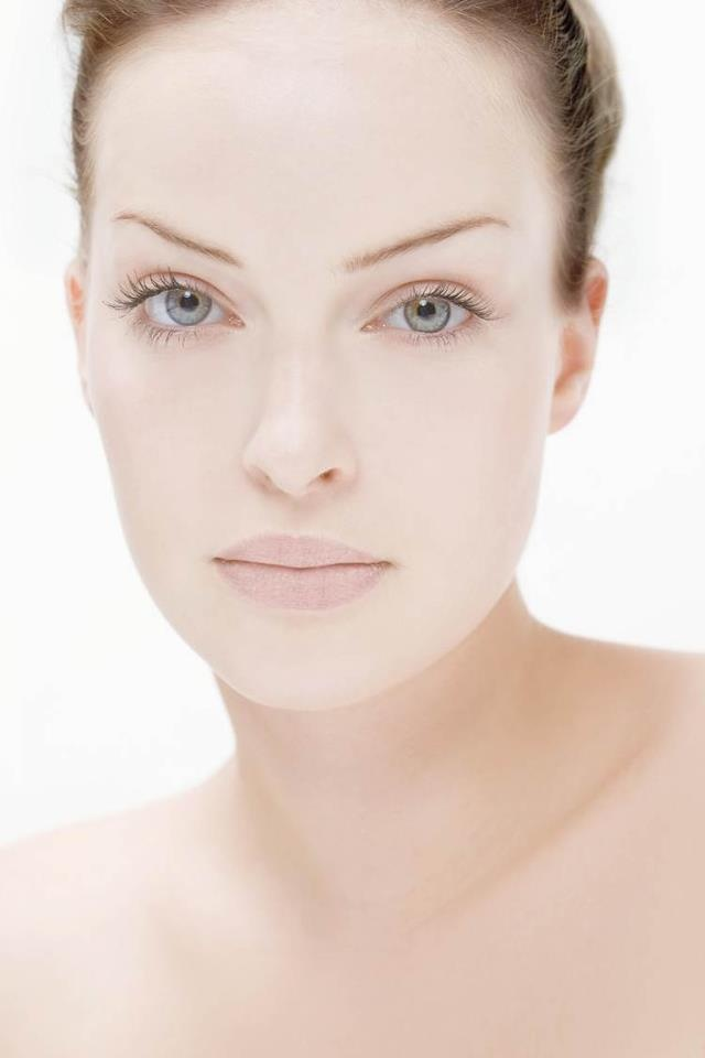 Is this cold weather playing havoc with your skin? Why not head to your favorite RVB Beauty Salon for some much needed TLC. From our gorgoeous Holistic Beauty facials to our relaxing Thay OM Body Treatments, we have something for everyone! http://www.rvb.eu/distributors/uk/salonfinder.php