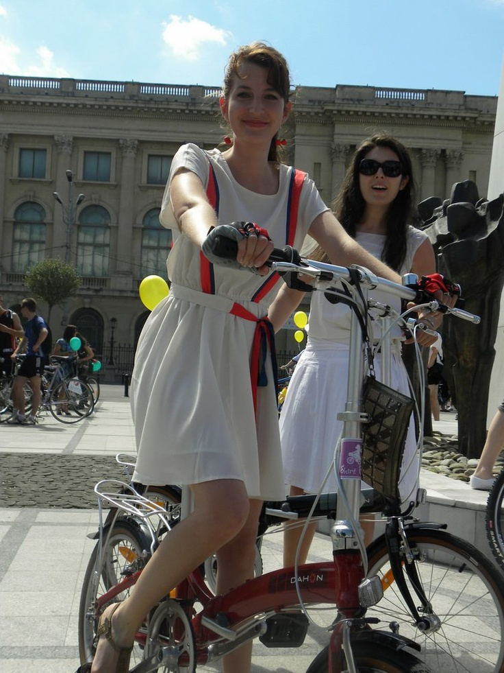 17 Best Images About Its Fashion Metro On Pinterest: 17 Best Images About Girls On Bikes In Skirts On Pinterest
