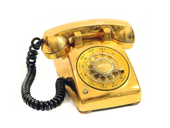 Telefone dourado de Elvis Presley, em exposição em São Paulo